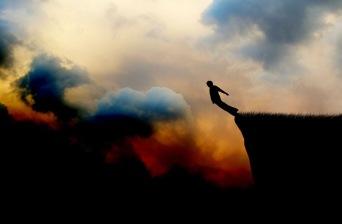 salto,-adrenalina,-siluetta-di-un-uomo,-nuvole-164842